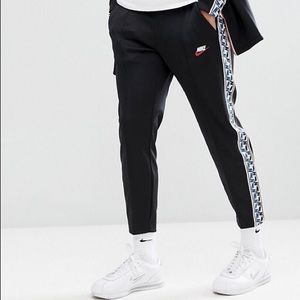 Nike NSW Taped Sides Cropped Pants 🔥🔥